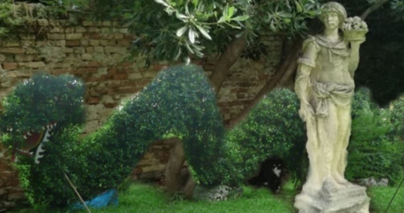 area bimbi con sculture verdi a Venezia